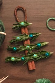 39 Brilliant Ideas How To Use Felt Ornaments For Christmas Tree Decoration 31