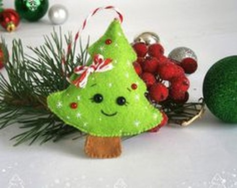 39 Brilliant Ideas How To Use Felt Ornaments For Christmas Tree Decoration 33