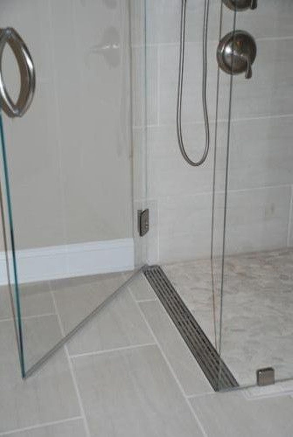 Cool Small Master Bathroom Remodel Ideas 09