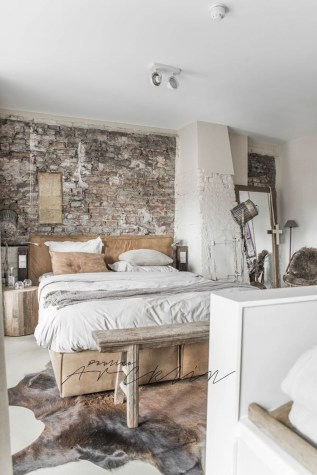 Elegant Rustic Bedroom Brick Wall Decoration Ideas 16