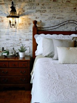 Elegant Rustic Bedroom Brick Wall Decoration Ideas 31