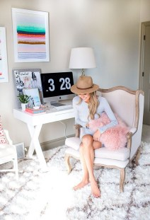 Elegant And Exquisite Feminine Home Office Design Ideas 24