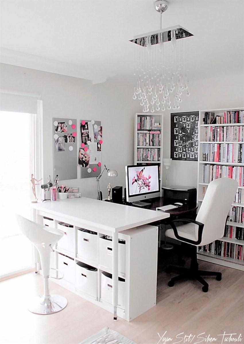 Elegant And Exquisite Feminine Home Office Design Ideas 27