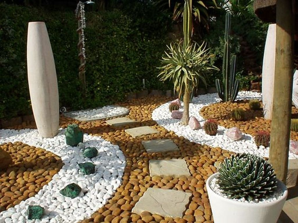 Relaxing Japanese Inspired Front Yard Decoration Ideas 21