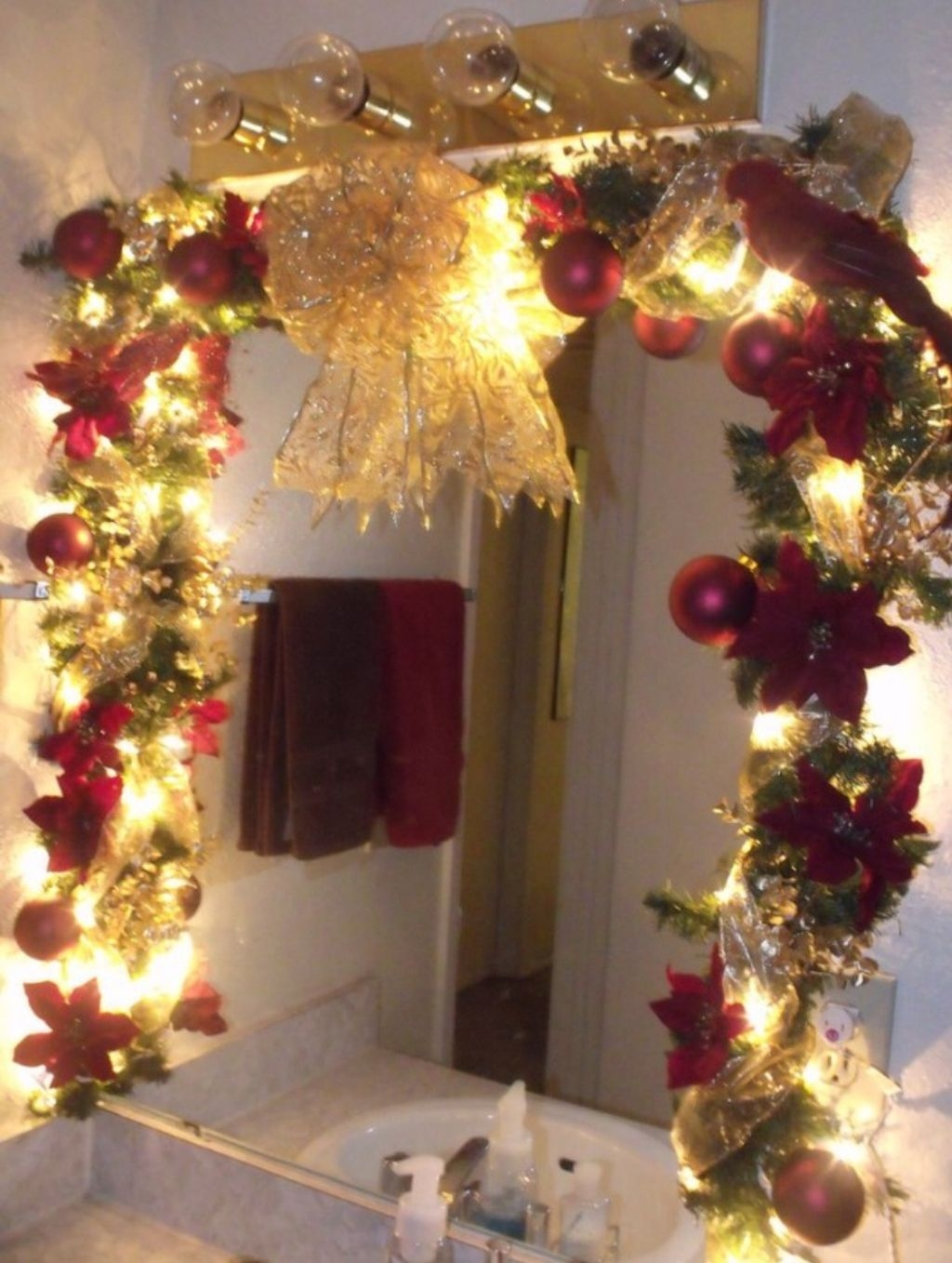 Awesome Winter Themed Bathroom Decoration Ideas 06