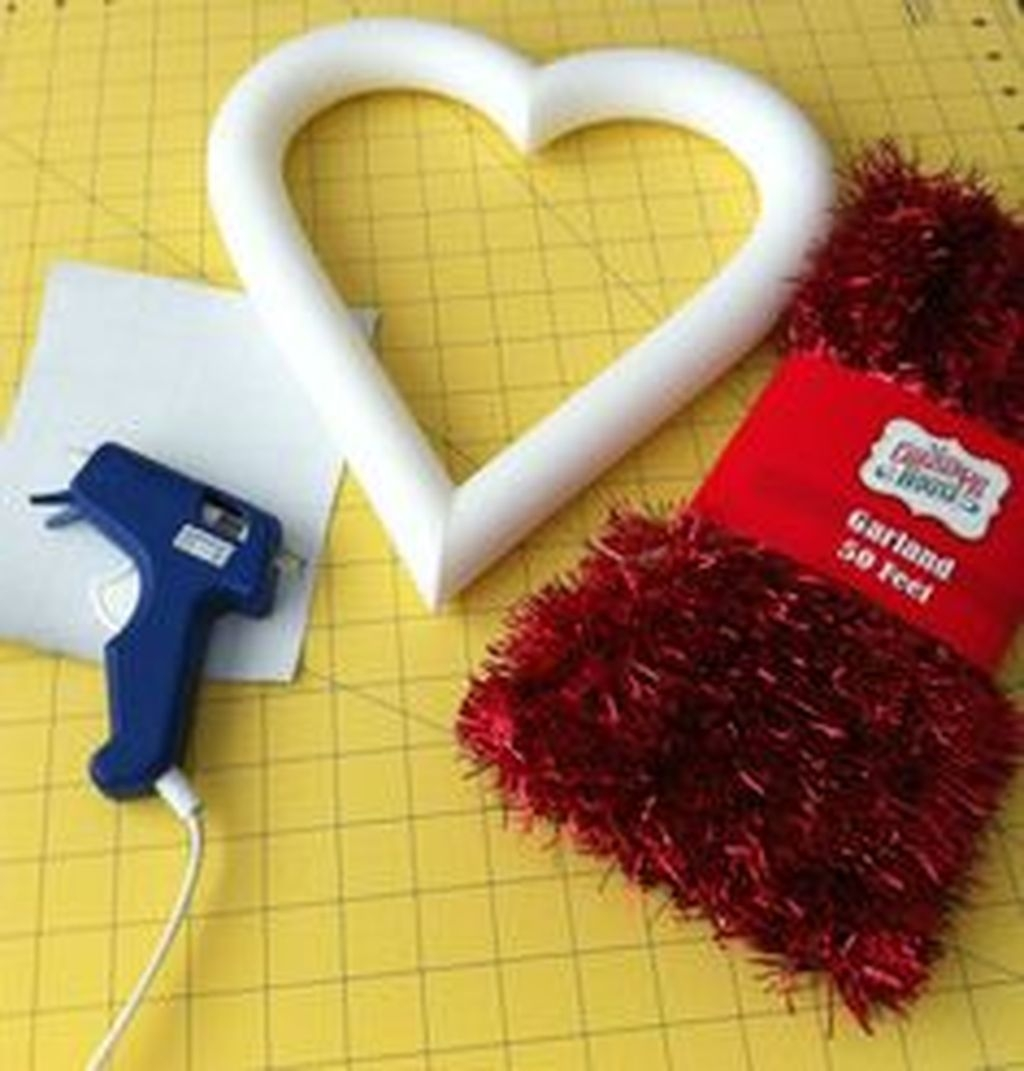 Beautiful And Creative DIY Valentine Decoration Ideas For Your Home 22