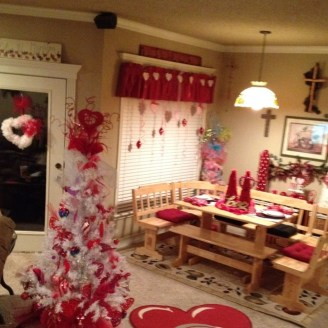 Cool And Cozy Red Valentines Day Decoration Ideas 05