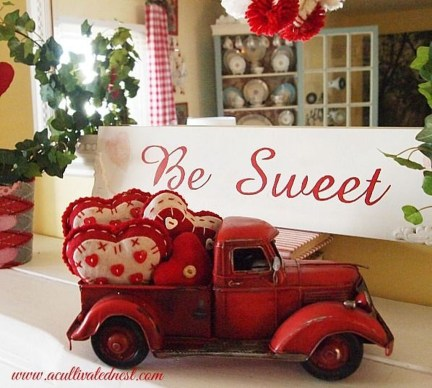 Cool And Cozy Red Valentines Day Decoration Ideas 07