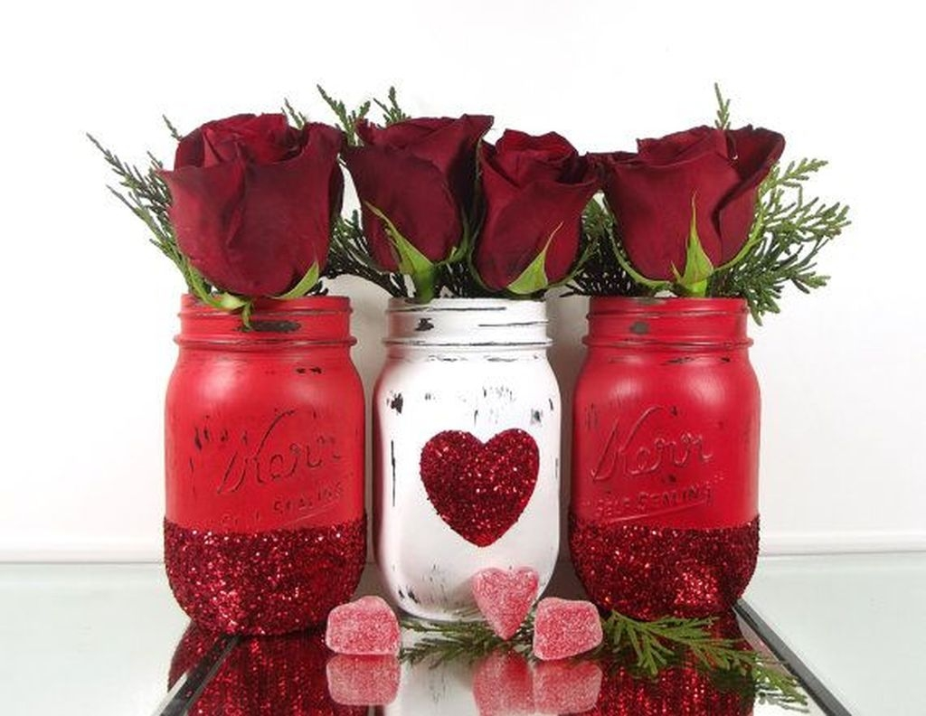 Cool And Cozy Red Valentines Day Decoration Ideas 09
