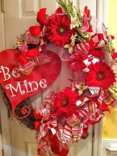 Cool And Cozy Red Valentines Day Decoration Ideas 22