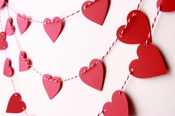 Cool And Cozy Red Valentines Day Decoration Ideas 25