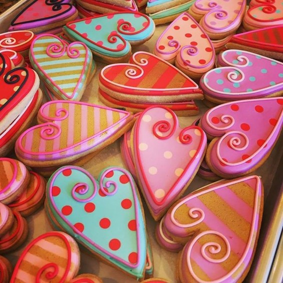 Cool And Cozy Red Valentines Day Decoration Ideas 42