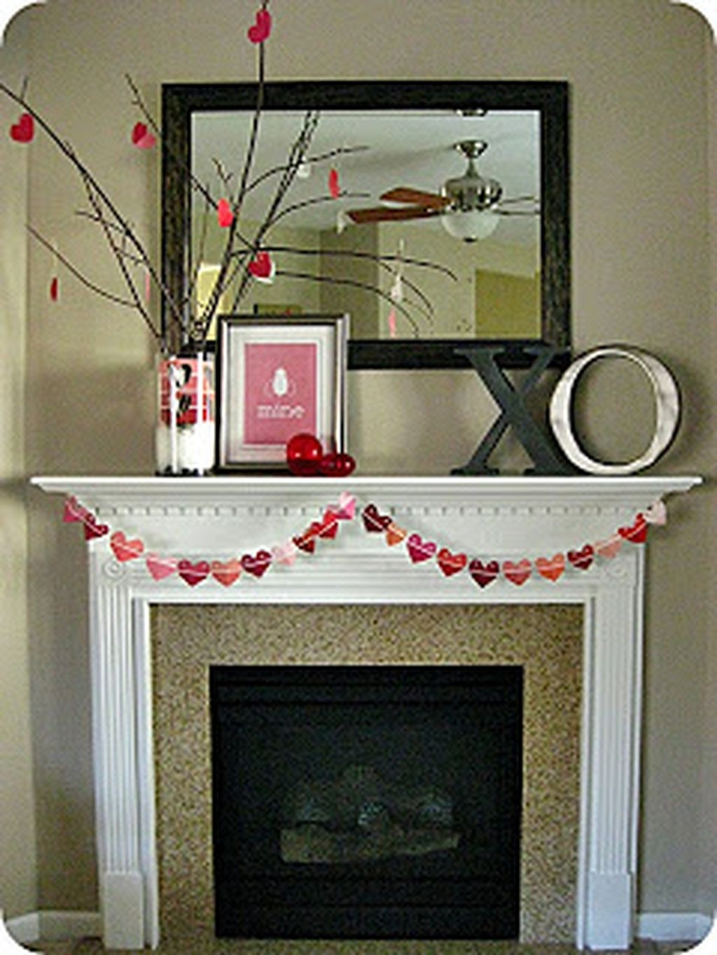 Inspiring Valentines Day Fireplace Decoration Ideas 07