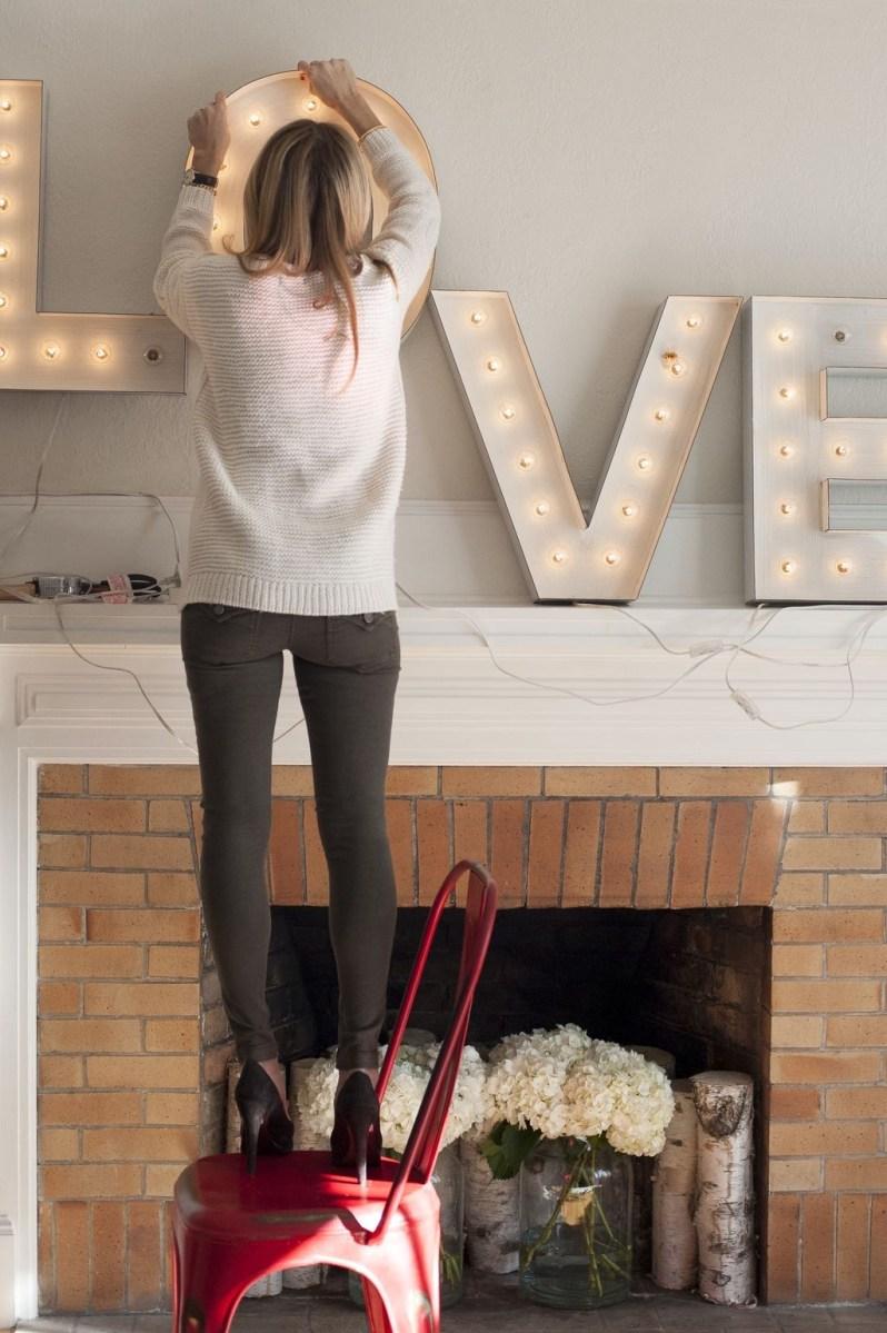 Inspiring Valentines Day Fireplace Decoration Ideas 21