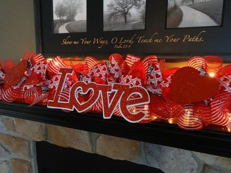 Inspiring Valentines Day Fireplace Decoration Ideas 35