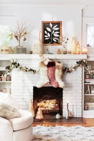 Inspiring Valentines Day Fireplace Decoration Ideas 46