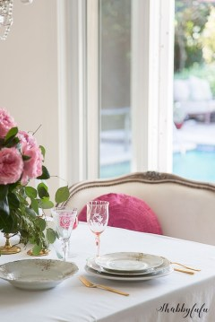 Romantic Valentines Day Dining Room Decoration Ideas 18