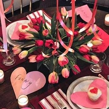 Romantic Valentines Day Dining Room Decoration Ideas 40