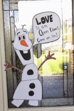 Stunning Front Door Decoration Ideas For Winter 01
