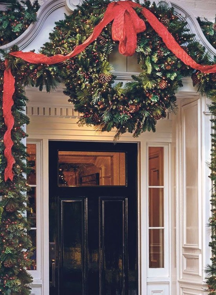 Stunning Front Door Decoration Ideas For Winter 04