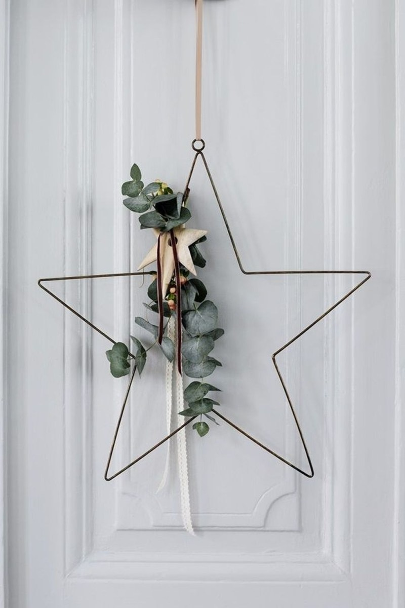Stunning Front Door Decoration Ideas For Winter 11