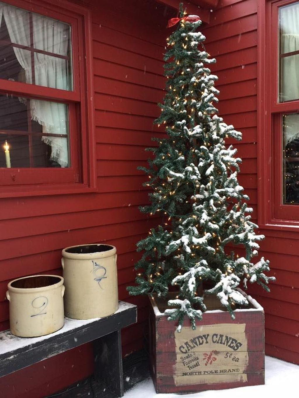 Stunning Front Door Decoration Ideas For Winter 38