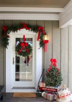 Totally Adorable Winter Porch Decoration Ideas 34