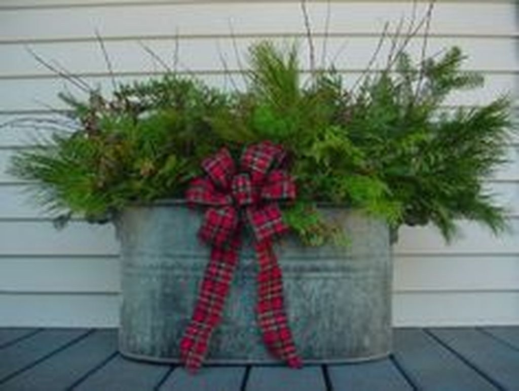 Totally Adorable Winter Porch Decoration Ideas 38