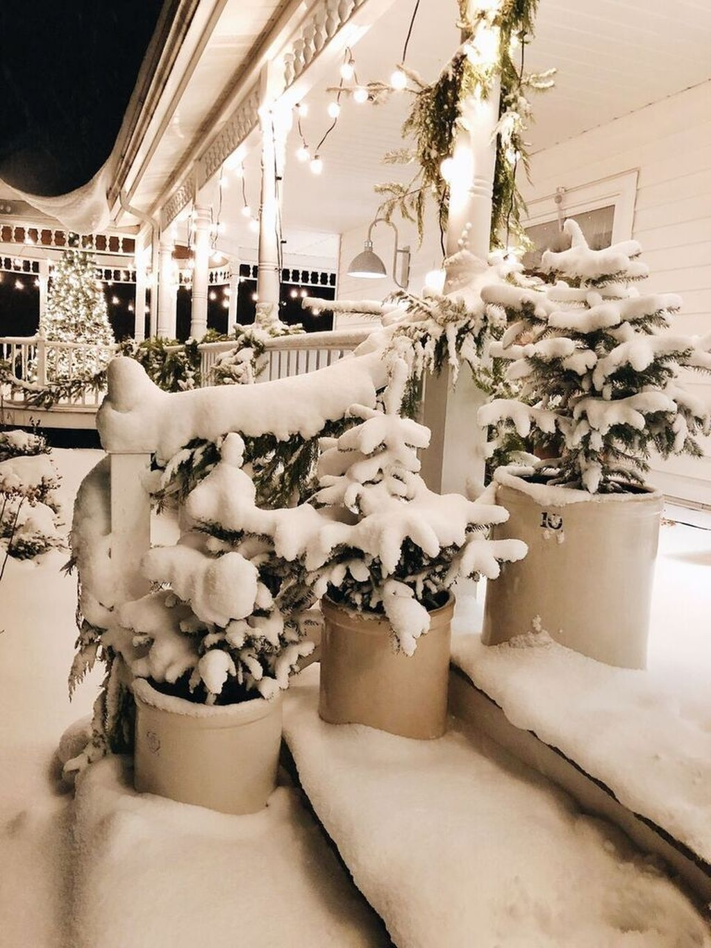 Totally Adorable Winter Porch Decoration Ideas 46