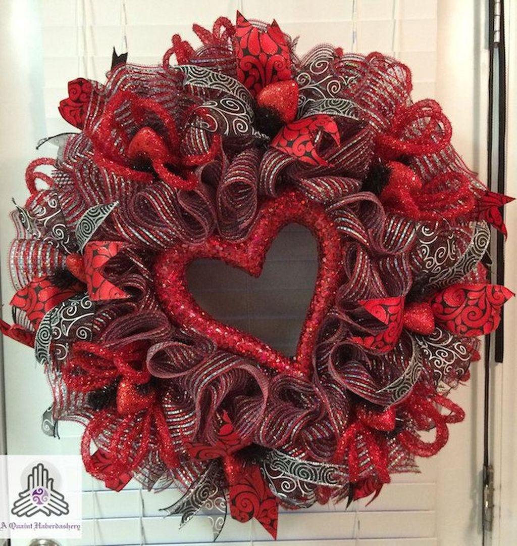 Totally Adorable Wreath Ideas For Valentines Day 13