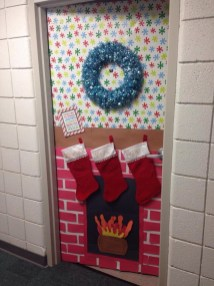 Totally Inspiring Winter Door Decoration Ideas 05