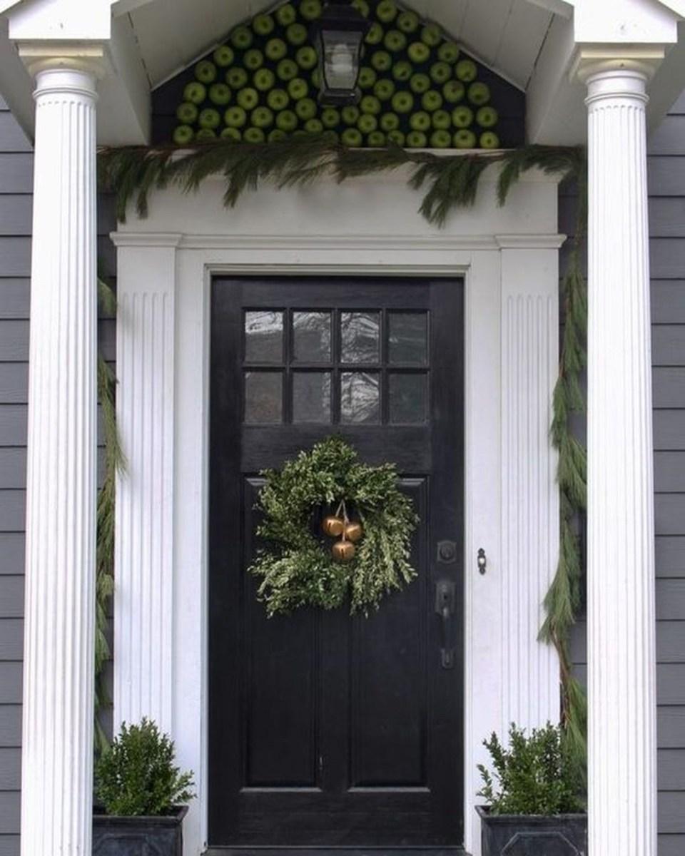 Totally Inspiring Winter Door Decoration Ideas 11