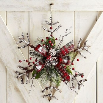 Totally Inspiring Winter Door Decoration Ideas 16