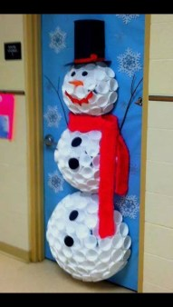 Totally Inspiring Winter Door Decoration Ideas 24