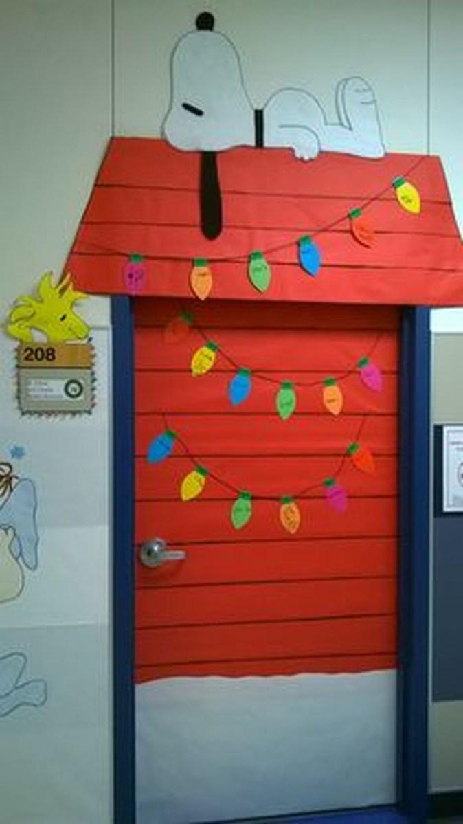 Totally Inspiring Winter Door Decoration Ideas 28
