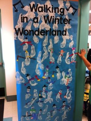 Totally Inspiring Winter Door Decoration Ideas 40