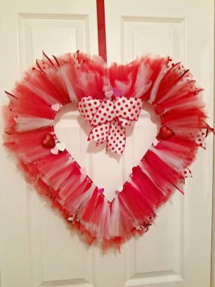 Unique Outdoor Valentine Decoration Ideas 41