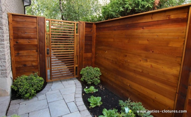 Adorable Wooden Privacy Fence Patio Backyard Landscaping Ideas 31