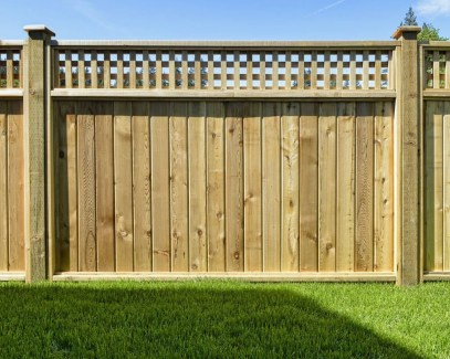 Adorable Wooden Privacy Fence Patio Backyard Landscaping Ideas 35