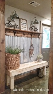 Amazing Farmhouse Entryway Mudroom Design Ideas 10