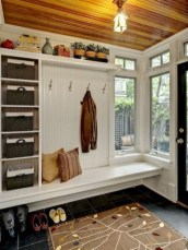 Amazing Farmhouse Entryway Mudroom Design Ideas 11