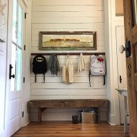 Amazing Farmhouse Entryway Mudroom Design Ideas 17