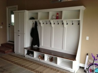 Amazing Farmhouse Entryway Mudroom Design Ideas 20