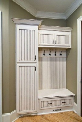 Amazing Farmhouse Entryway Mudroom Design Ideas 35