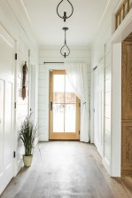Amazing Farmhouse Entryway Mudroom Design Ideas 37