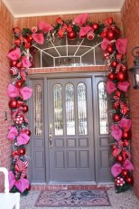 Amazing Outdoor Valentine Decoration Ideas 06