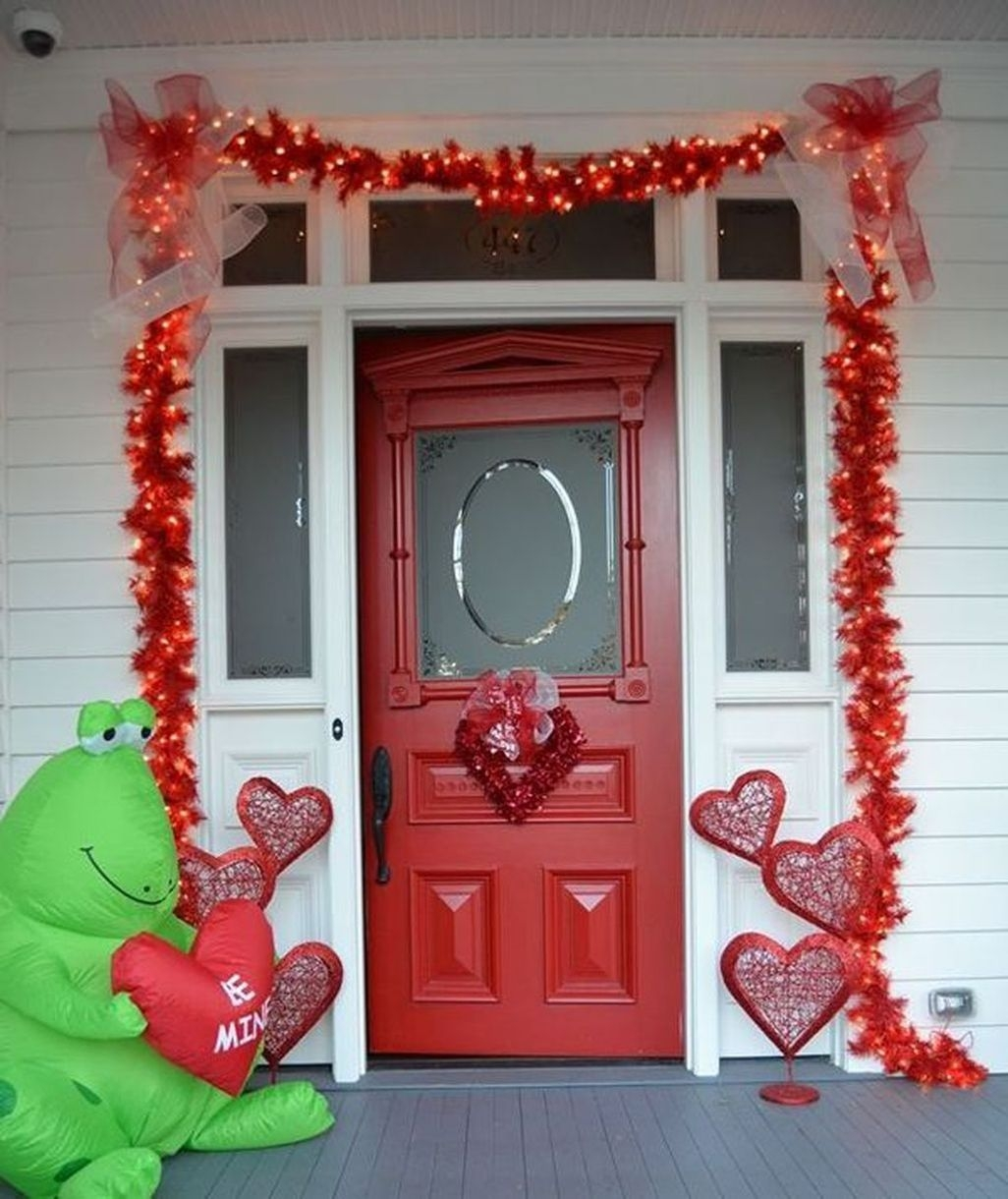 Amazing Outdoor Valentine Decoration Ideas 16