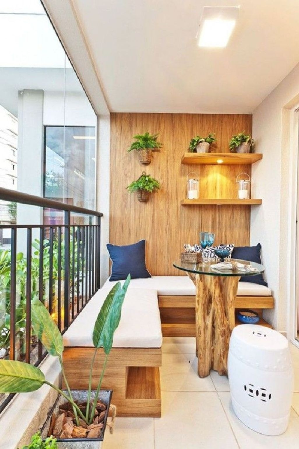 Cozy Apartment Balcony Decoration Ideas 31