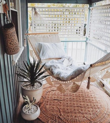 Cozy Apartment Balcony Decoration Ideas 36