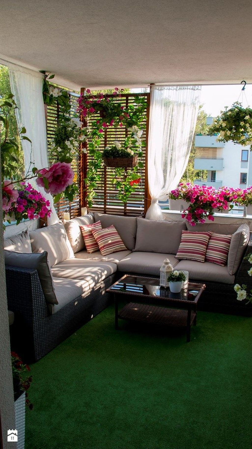 Cozy Apartment Balcony Decoration Ideas 39